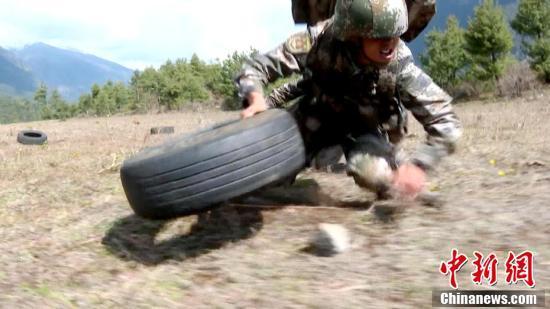 西藏军区边防某团野外驻训部队进行野外极限训练安卓版