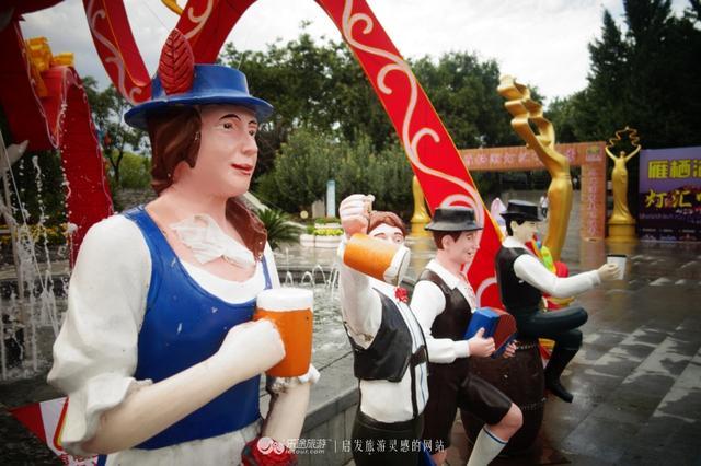 杯影交错,啤酒飘香在八月的雁栖湖边