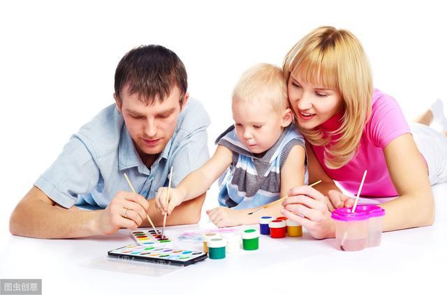 孩子最好的玩具是家长,陪伴孩子玩的时候,应该牢记这3点