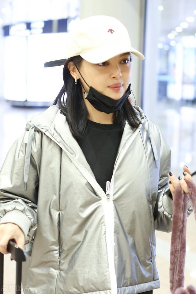 辛芷蕾被嘲变胖后现身机场,主动摘口罩不惧怼脸拍 全球新闻风头榜 第2张