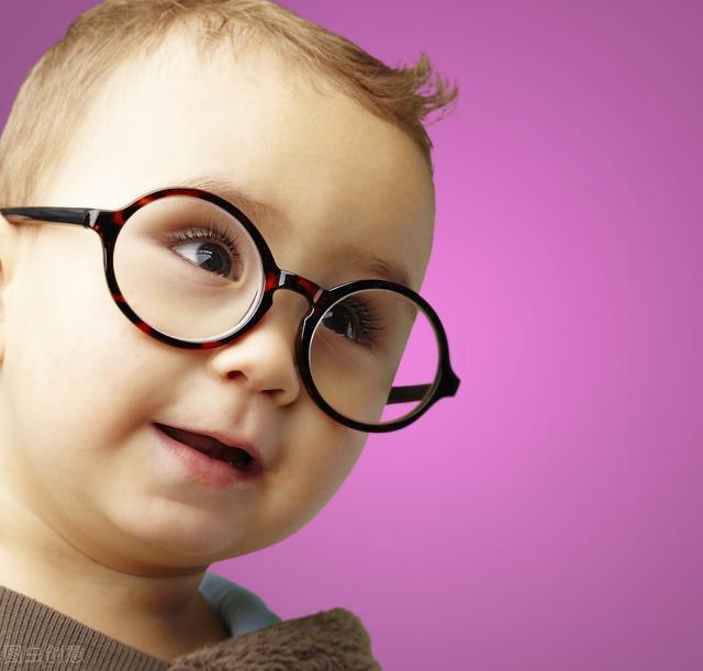 为什么成年人换眼镜可以一年,小孩的半年就需要换?