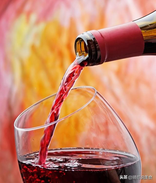 """买红酒,瓶身看到这""""2行字"""",无论什么牌子,都是勾兑酒罐装酒"""
