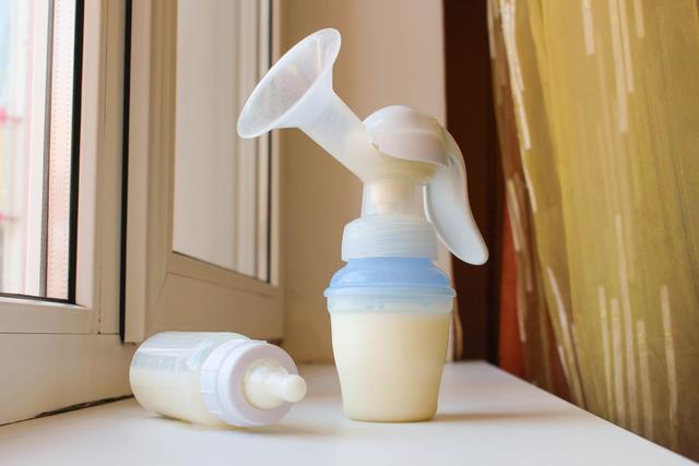 母乳能保存多久,超过这个时间,妈妈就不要给宝宝吃了