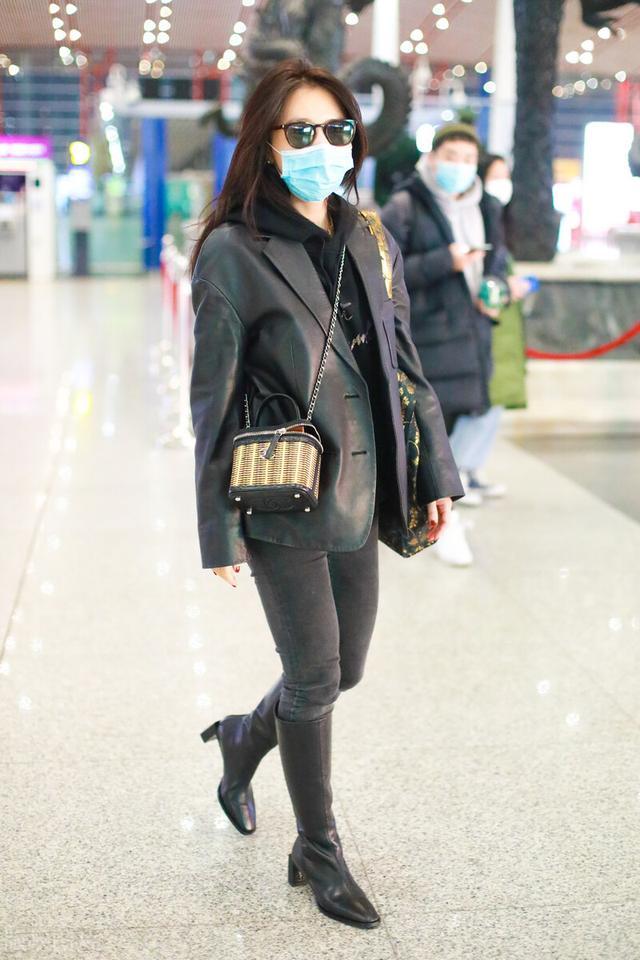许久未见的熊乃瑾现身机场,一袭黑色穿搭,很有御姐范插图2