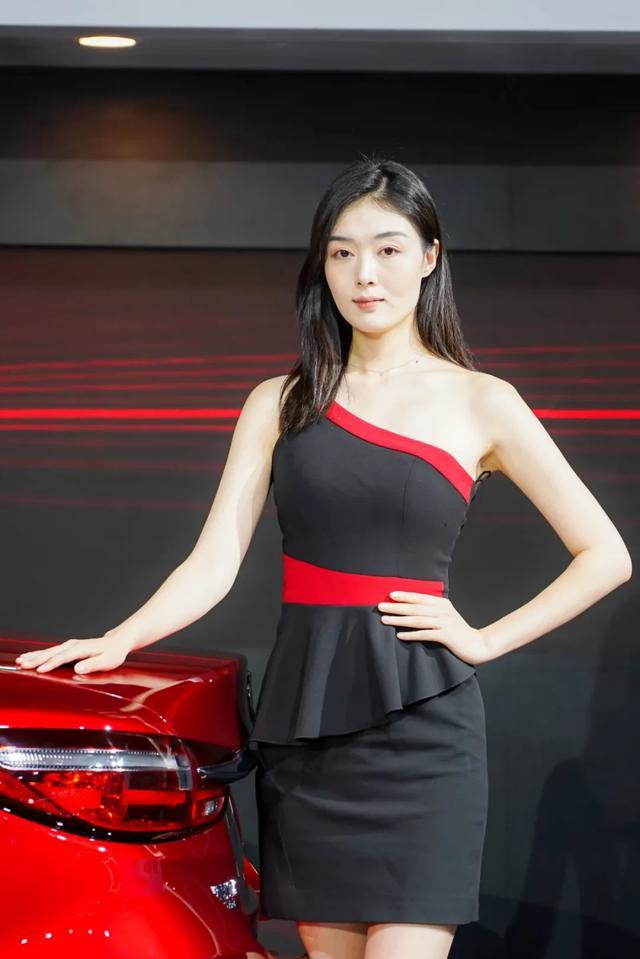网红车模撑起成都车展半边天,这些展台美女值得一拍插图16