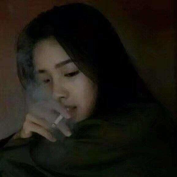 qq带字抽烟动漫头像女生头像,霸气抽烟女头