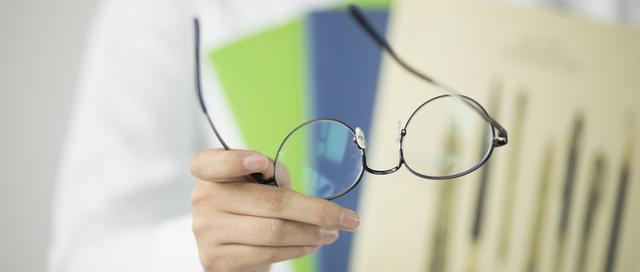 长期用眼药水其实很毁眼 5条伤眼习惯你有几条?
