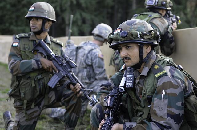 印巴再起冲突,印度无端开火致1巴基斯坦士兵死亡,巴方猛烈回击-第1张