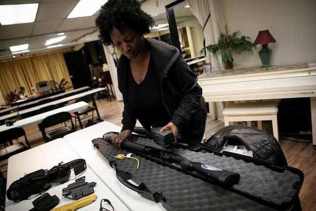 全民买枪自保?美国大选前枪支销售量飙升,新手贡献40%
