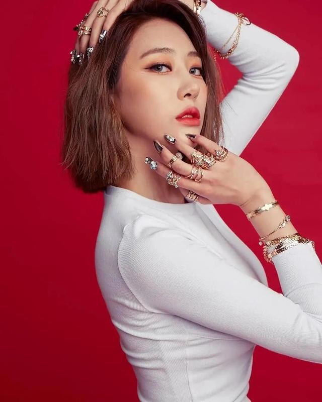 韩国御姐身材火辣,蜂腰翘臀加D罩杯,4个动作塑造同款好看胸型插图2