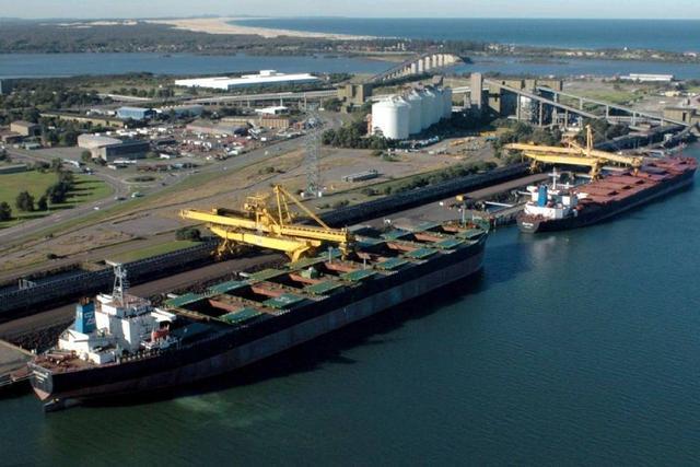 """超50艘装有煤炭的船舶""""被困""""中国港口,澳方指责我国不肯卸货"""