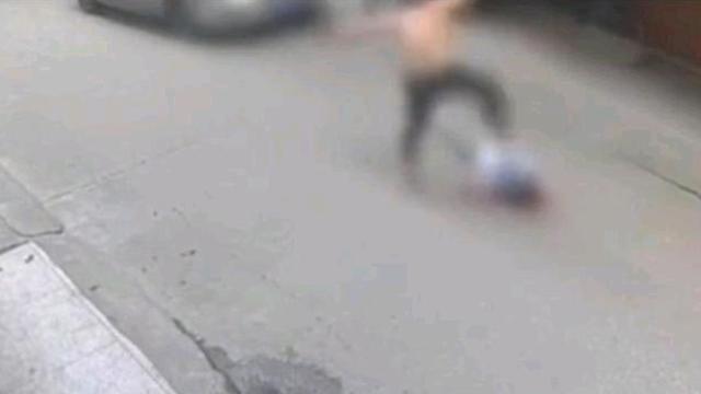 醉酒男殴打70岁越战老兵,连踹头部17脚,后被控制,老人生命垂危 全球新闻风头榜 第1张