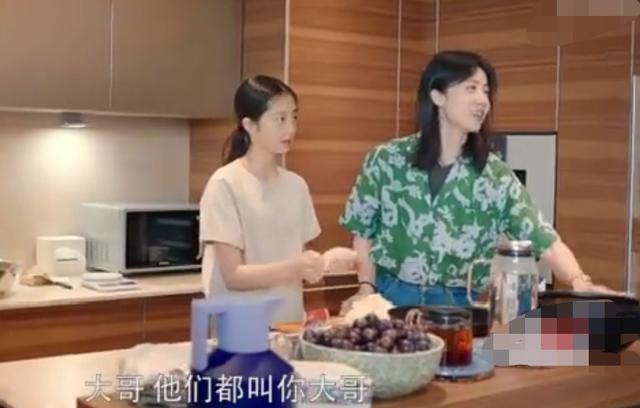 黄磊妻女与胡歌共拍视频,黄多多亲自下厨做饭,胡歌大赞很专业【www.smxdc.net】 全球新闻风头榜 第5张