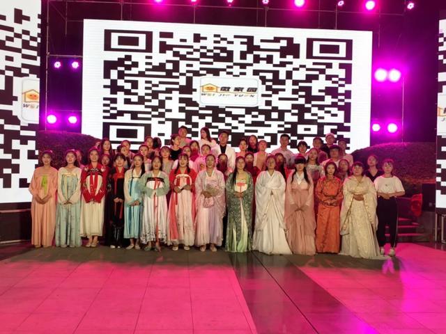 禹州这个地方聚集百名古装美女!现场图流出…