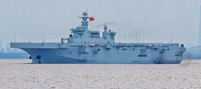 好看的军舰一定也很好用,075两栖攻击舰的颜值其实很不错-第1张
