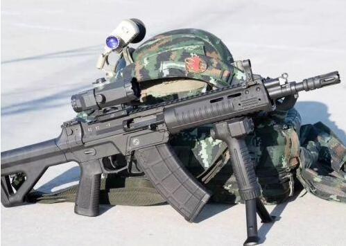 国产新步枪再次现身,已小批量装备部队,未来代替95式突击步枪-第3张