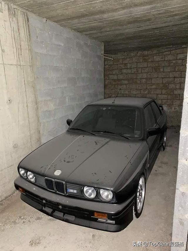 成色非常好的E30 M3,放在角落里落灰真是太可惜了......