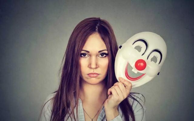 心理学第六感:有的人第一眼就讨厌,是潜意识所驱,留意这些细节