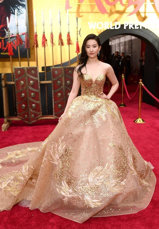 刘亦菲也放开了,穿唯美薄纱裙大秀身材,玲珑曲线太吸睛-第7张