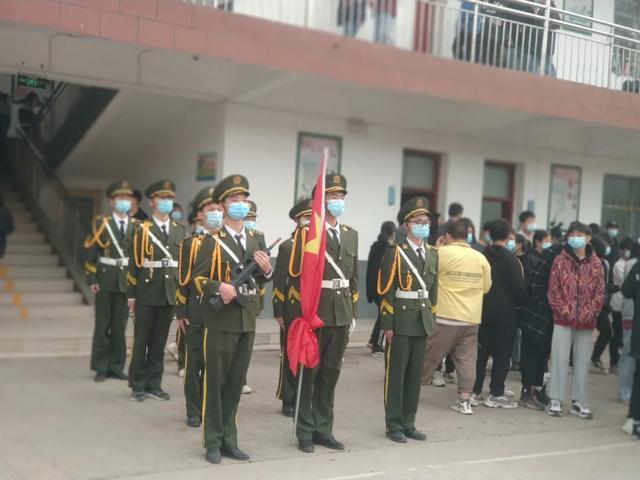 """禹州南区学校开展""""守纪律、讲规矩、防疫情""""主题升旗仪式"""