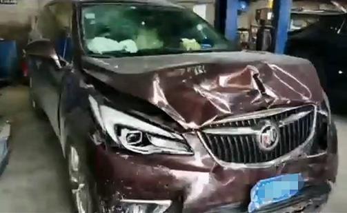 长安UNI-T首撞!遭后车80KM时速撞击,车主质疑气囊为什么没爆?