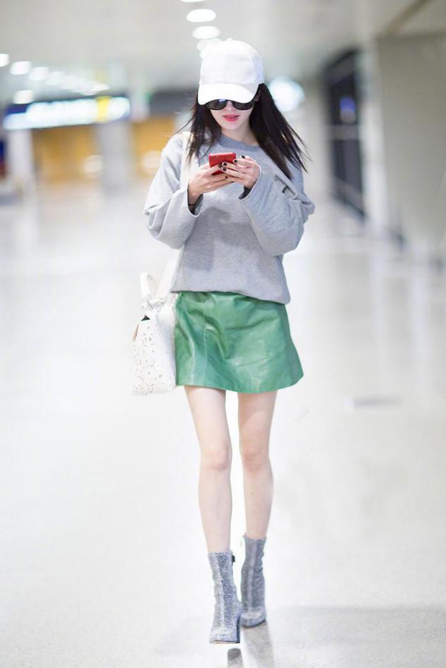 卫衣下面一定不要穿裤子,看看杨幂迪丽热巴,这样穿是有多美-第3张