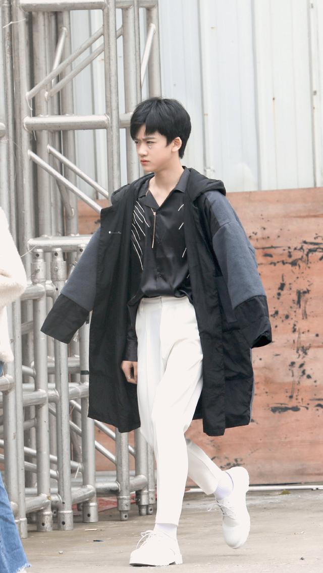时代峰峻邓佳鑫太会穿了,每一套衣服都超心动,满满的少年感-第8张