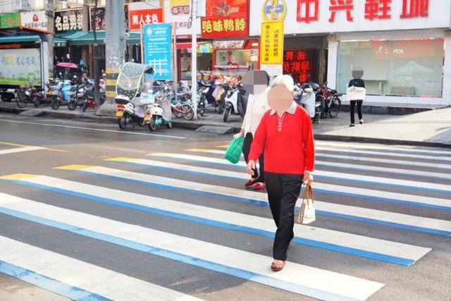 「新颖!」3D立体斑马线亮相工人文化宫东门~超真切_平顶山生活网插图8