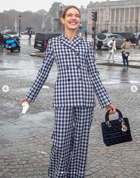 LV少奶婚后首秀Dior巴黎春夏,孟美岐云上看秀穿出一身清流-第4张