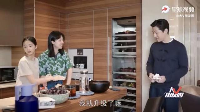 黄磊妻女与胡歌共拍视频,黄多多亲自下厨做饭,胡歌大赞很专业【www.smxdc.net】 全球新闻风头榜 第4张