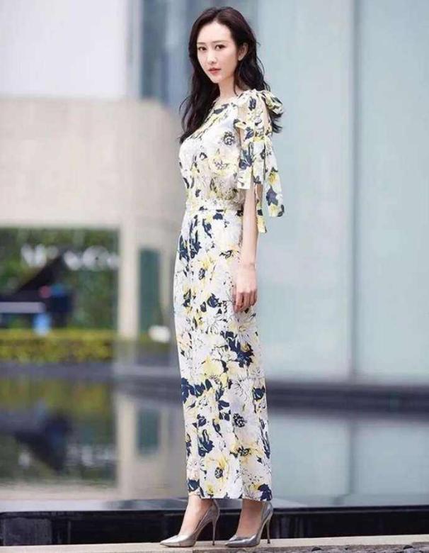 """37岁王鸥太自律,这""""女团身材""""无人可比,小腰细到单手可握-第6张"""