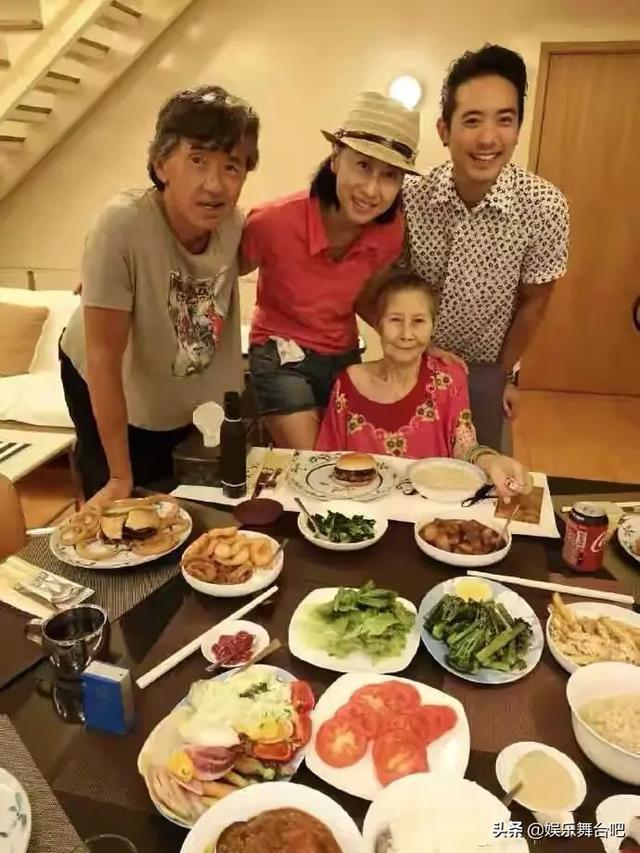 叶倩文与35岁继子似姐弟,继子老态龙钟(如图) 全球新闻风头榜 第1张