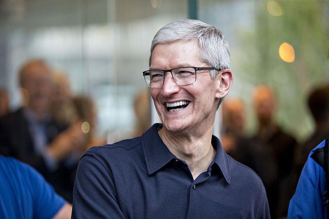 """微信群正式反击,马化腾给苹果出""""难题"""",库克进退两难-微信群群发布-iqzg.com"""