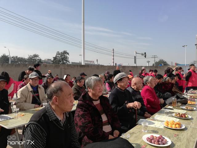 """安阳忠义文化促进会为老人举行饺子宴""""爱心粥""""活动"""