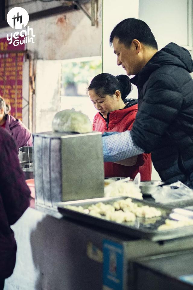 这碗征服桂林人的馄饨店,一开就是25年