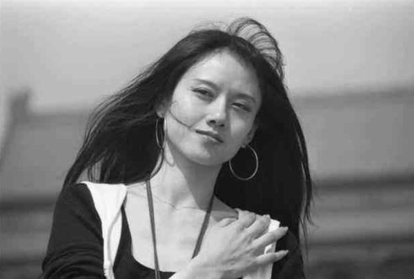 楊麗萍圖片,楊麗萍年輕時的照片,美到讓人驚艷,猶如仙女!
