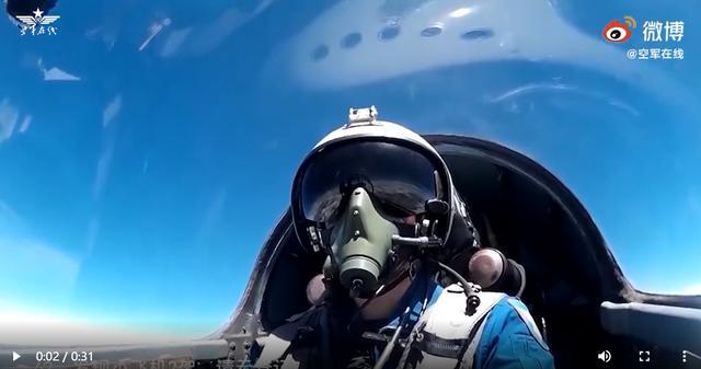 霸气!空军飞行员演练双语喊话空中驱离外机
