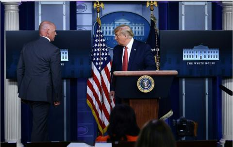 白宫外突发枪击案!特工护送特朗普离开 简报会一度中断
