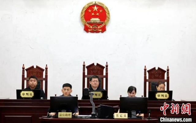 中国书法家协会原副主席赵长青受审 被控受贿2486万余元