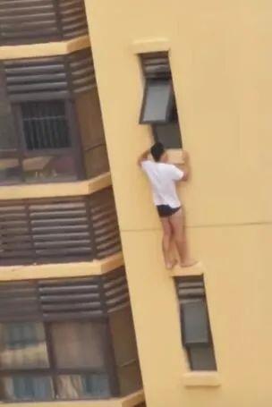 反锁房门爬出窗外,站在20多层的外墙上!南宁一男子坠亡www.smxdc.net