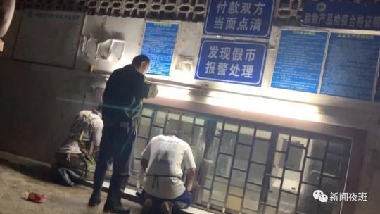 """南宁又现""""丁义珍式窗口"""",市民办事要半蹲甚至跪下www.smxdc.net"""