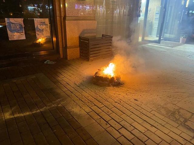 里面装了什么,包裹烧这么厉害?杭州快递小哥崩溃:用了4个灭火器都没扑灭www.smxdc.net