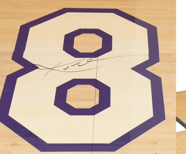 科比退役战签名地板拍卖价格已经涨到25.2万美元-第1张
