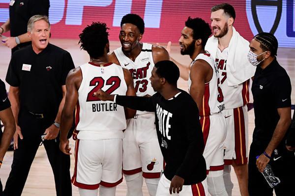 热火今年季后赛两次末节落后10分逆转,NBA历史首队-第1张