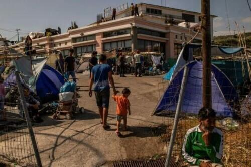 希腊难民营被大火烧毁后,德国称将接收1500多名难民-第1张