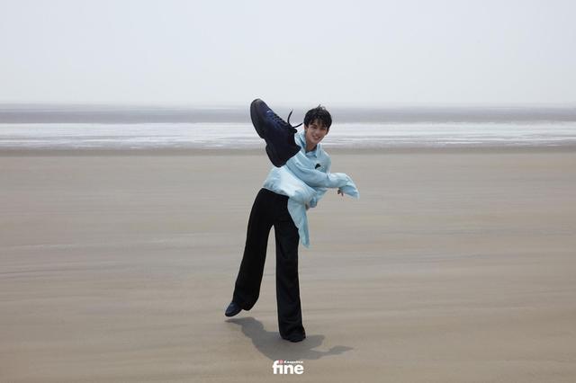 吴磊身着蓝色衬衫 造型清爽少年感十足-第9张