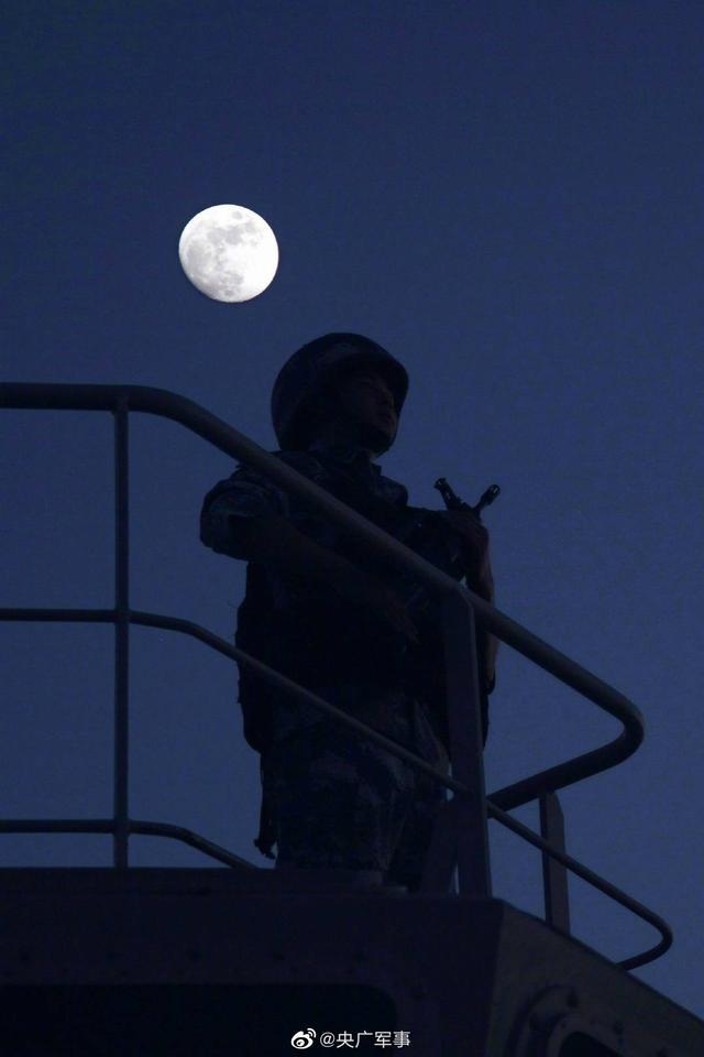 天涯共此时!亚丁湾护航官兵镜头下的月亮,太美了【www.smxdc.net】 全球新闻风头榜 第1张
