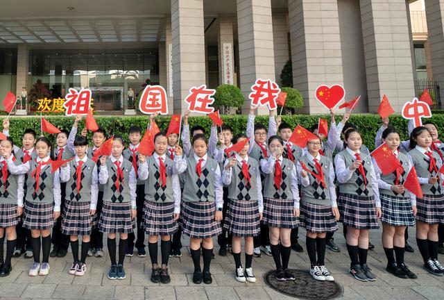 上海人民广场今晨隆重举行国庆升旗仪式-第7张
