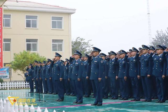 晨曦迎华诞!空军石家庄飞行学院某旅隆重举行升旗仪式-第6张