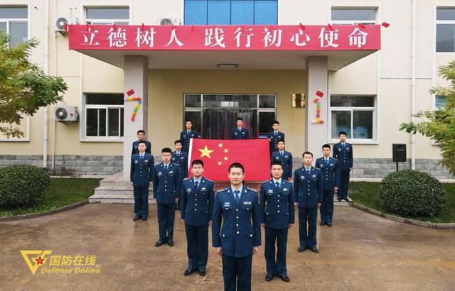 晨曦迎华诞!空军石家庄飞行学院某旅隆重举行升旗仪式-第9张